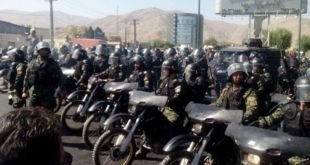 حمله وحشیانه نیروهای گارد ویژه به کارگران آذر آب و هپکو و پرتاب گاز اشک آور به داخل کارخانه +فیلم