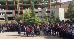 اعتراض دانشجویان دانشگاه ارومیه در محوطه دانشگاه و زیر سوال بردن مسولین+فیلم
