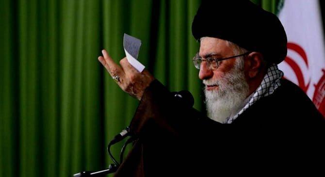 هشدار تند خامنهای به احمدینژاد بدلیل افشای گوشه ای از ابعاد فساد و تباهی در نظام