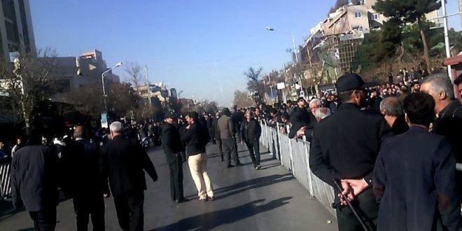 تظاهرات مردم شهرهای مختلف در اعتراض به گرانی ها+ فیلم