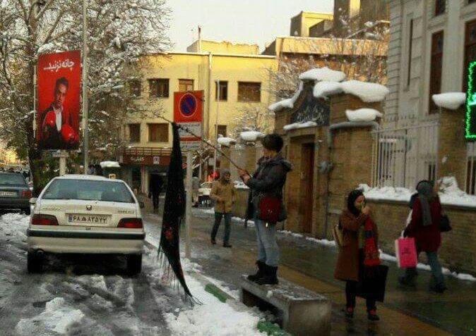 بالا گرفتن اعتراضات نسبت به حجاب اجباری در شهرهای مختلف توسط زنان همراه با فیلم و تصاویر