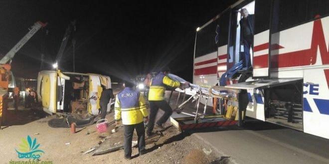 واژگونی مرگبار اتوبوس در محور دیهوک-فردوس با ۹ کشته و ۳۶ زخمی