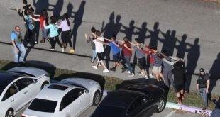 حمله مسلحانه به دبیرستانی در آمریکا ۱۷ کشته برجا گذاشت