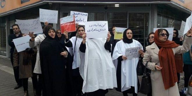 کفن پوش شدن زنان مالباخته کاسپین در مقابل فرمانداری رشت + فیلم