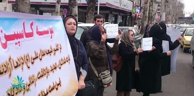 اعتراض زنان مالباخته کاسپین در رشت با شعار بی شرف پای مجوزت باش