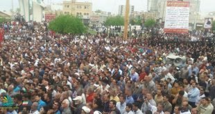 تظاهرات اعتراضی هزاران نفر از مردم کازرون به سمت محل نمازجمعه
