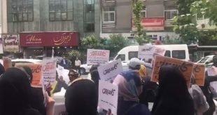 اعتراض غارت شدگان کاسپین در تهران با شعار توپ تانک فشفشه سیف باید گم بشه