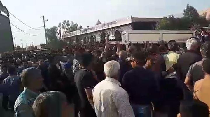 مراسم باشکوه تشییع و خاکسپاری شهدای قیام کازرون با حضور گسترده مردم