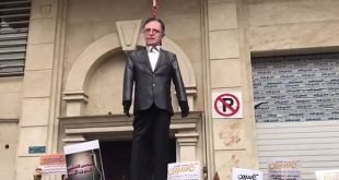 به دار آویختن نمادین عروسک رئیس بانک مرکزی