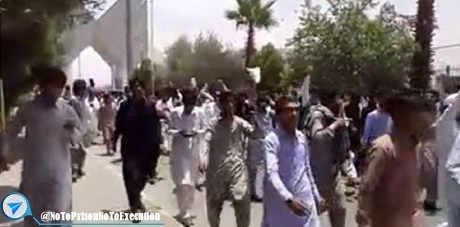 تظاهرات دانشجویان دانشگاه آزاد زاهدان علیه توهین های قومی نژادی