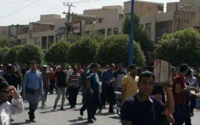 راهپیمایی اعتراضی کارگران گروه ملی فولاد اهواز به سمت استانداری