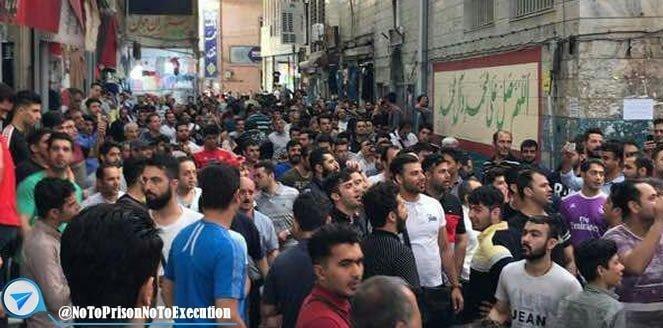شروع اعتصاب و تظاهرات در پاساژ پارسیان و سرای ملی در تهران