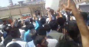 تجمع مردم در مقابل مسجد جامع خرمشهر در اعتراض به بی آبی