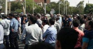 بستن خط راه آهن اهواز-تهران توسط کارگران گروه ملی فولاد اهواز
