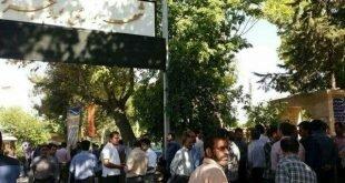 تجمع اعتراضی صدها تن از کارگران شهرداری بروجرد