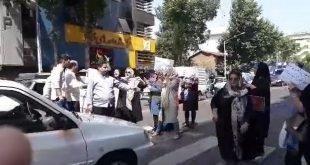 تجمع اعتراضی غارت شدگان کاسپین در رشت همراه با بستن خیابان توسط زنان