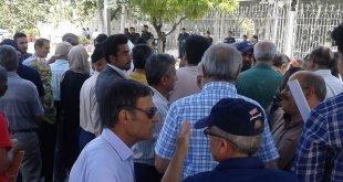 تجمع اعتراضی غارتشدگان کاسپین در مشهد مقابل استانداری