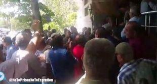 تجمع اعتراضی بزرگ بازنشستگان بانک ها در تهران