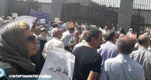 تجمع اعتراضی بازنشستگان فرهنگی در مقابل مجلس