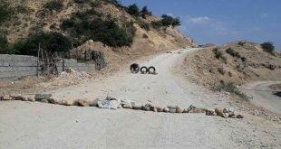 بستن جاده های منتهی به کارخانه سیمان دیلمان در سیاهکل