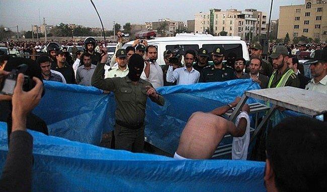 اجرای حکم شلاق در ملاءعام در نیشابور