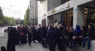 تجمع اعتراضی اهالی دِه ونک در مقابل شور ای شهر تهران