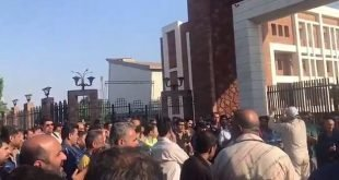 تجمع صدها نفره کارگران خشمگین فولاد اهواز مقابل استانداری خوزستان