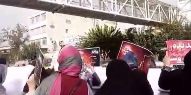 تجمع غارت شدگان پدیده شاندیز مقابل مجلس با شعار حسین حسین شعارشون دزدی افتخارشون