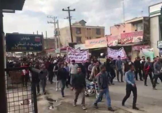 اعتراض کارگران نیشکر هفت تپه در مصلی این شهر