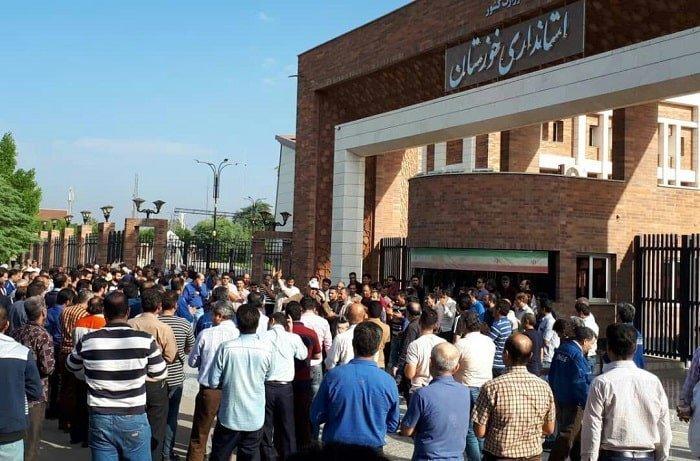 اعتصاب و اعتراضات کارگران گروه ملی فولاد اهواز مقابل استانداری