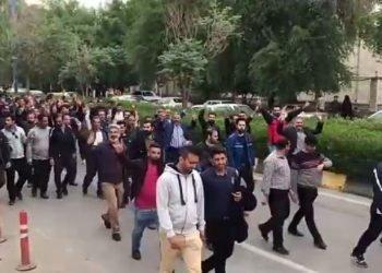 تظاهرات کارگران فولاد اهواز در مقابل مراکز دولتی و خیابانهای شهر