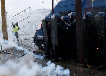 احتمال اعلام وضعیت فوقالعاده در فرانسه به دنبال تظاهرات جلیقه زردها
