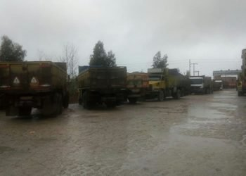 شروع اعتصاب کامیونداران در شهرهای مختلف کشور و تهدید آنها از سوی مأموران سایبری + فیلم