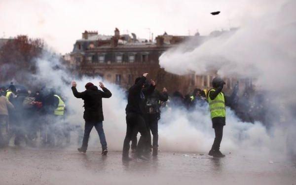 نهمین شنبه اعتراضی جلیقه زردهای فرانسوی و درگیری با پلیس