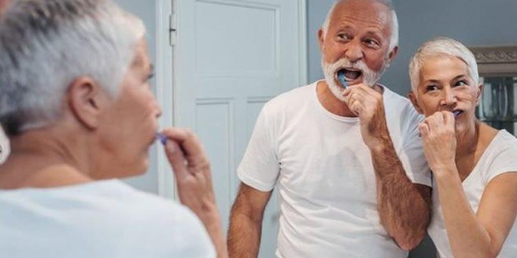نقش بیماری لثه در بروز آلزایمر