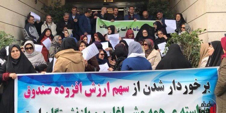 تجمع اعتراضی بازنشستگان در میدان ونک تهران