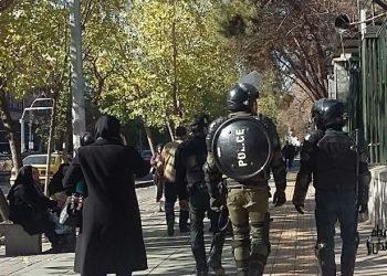 فضای حکومت نظامی و جو شدید امنیتی در مقابل دانشگاه تهران همراه با فیلمها و تصاویر