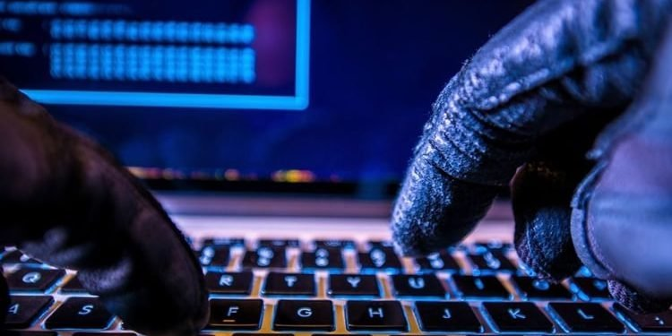 حمله هکرهای ایرانی به ۲۰۰ نهاد و شرکت بینالمللی