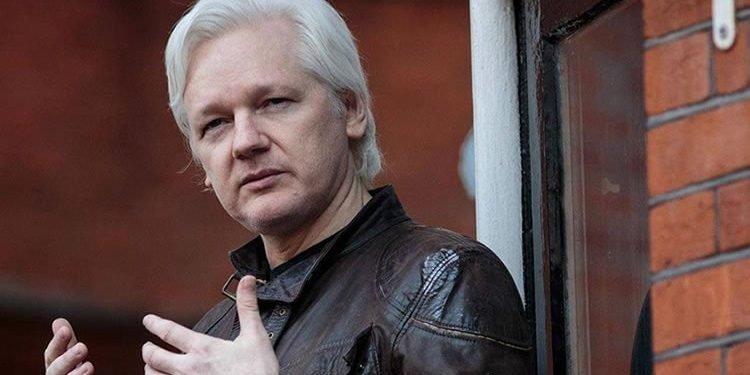 جولیان آسانژ، بنیانگذار ویکیلیکس در لندن بازداشت شد