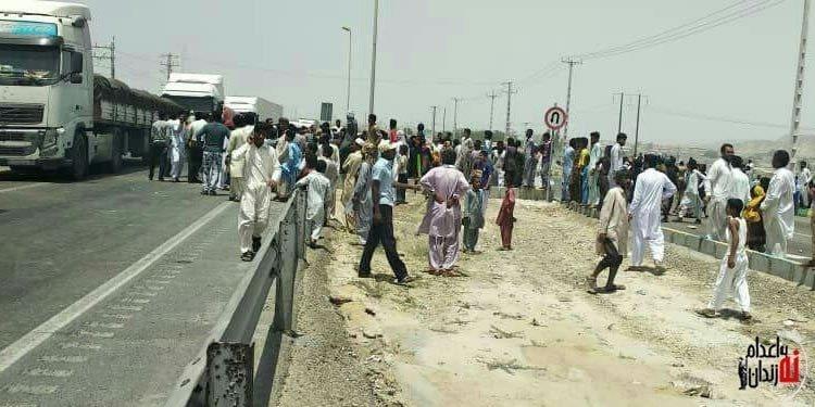بستن جاده چابهار به روی نیروهای سپاه و انتظامی توسط مردم معترض
