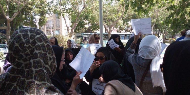 تجمع اعتراضی معلمان در اصفهان