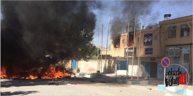به آتش کشیدن دفتر امام جمعه و فرمانداری لردگان