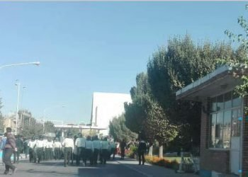 حمله گارد ضدشورش به کارگران آذرآب با گاز اشکآور