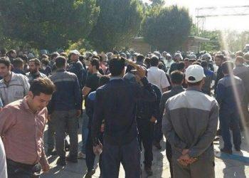 اعتصاب کارگران کارخانه آذرآب اراک در محاصره گارد ضدشورش