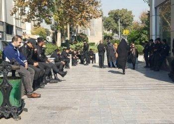 بازداشت و ضرب و شتم بازنشستگان در مقابل مجلس