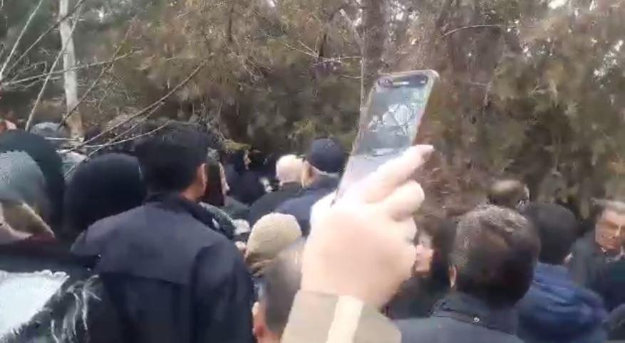 تظاهرات علیه خامنه ای در سنندج در مراسم خاکسپاری قربانیان سقوط هوابیمای اوکراینی