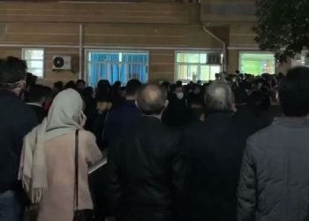 اعتراض مردم تالش برای جلوگیری از انتقال بیماران مبتلا به کرونا