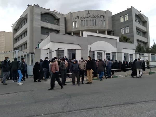 سمنان.تجمع اعتراضی کارگران کارخانه نگین نخ ۹۹۱۱۰۲